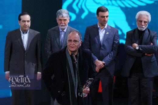 رسول صدرعاملی برنده سیمرغ بهترین فیلم از نگاه مردم در اختتامیه سی و هشتمین جشنواره فیلم فجر برای فیلم «شنای پروانه»