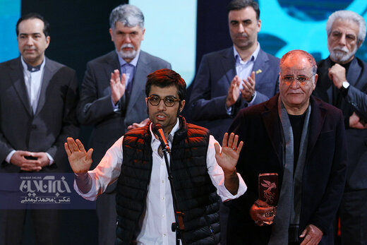 محمد کارت برنده سیمرغ بهترین فیلم از نگاه مردم در اختتامیه سی و هشتمین جشنواره فیلم فجر برای فیلم «شنای پروانه»