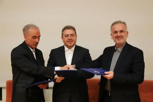 امضای تفاهم نامه همکاری سازمان منطقه آزاد انزلی با مناطق آزاد ماکو، ارس