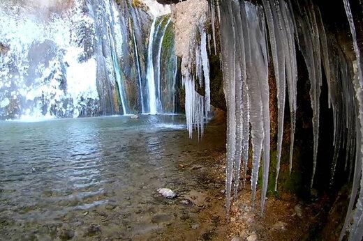 ببینید   آبشار زیبای سمیرم یخ زد!