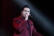 ببینید   برشی  از اجرای شاد و بندری امید حاجیلی در جشنواره موسیقی فجر