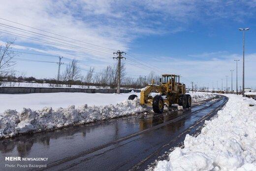 هلال احمر در ۱۶۳ جاده برفگیر امدادرسانی کرد