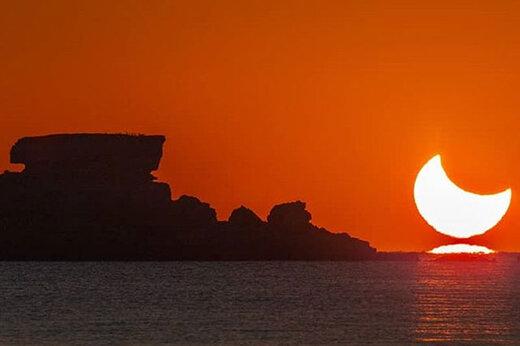 ببینید   طلوع خورشید گرفته بر فراز خلیج همیشه فارس؛ پنجشنبه ۵ دی ماه ۱۳۹۸