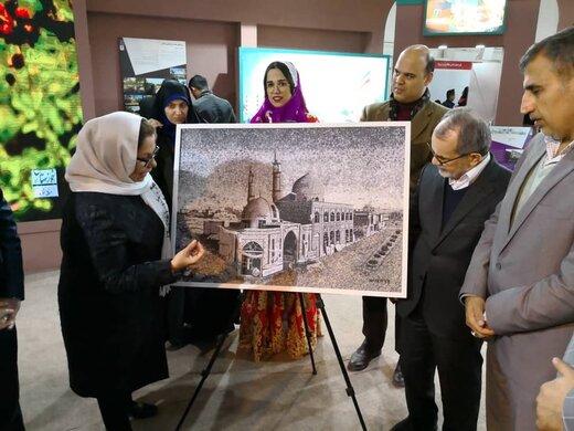 رونمایی از تابلو پارچه «مسجد جامع خرمشهر» در سیزدهمین نمایشگاه بین المللی گردشگری