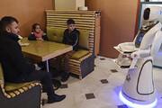ببینید |  آغاز به کار ربات پیشخدمت در رستورانی در افغانستان