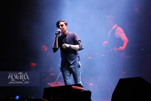 اجرای محسن ابراهیم زاده در جشنواره موسیقی فجر