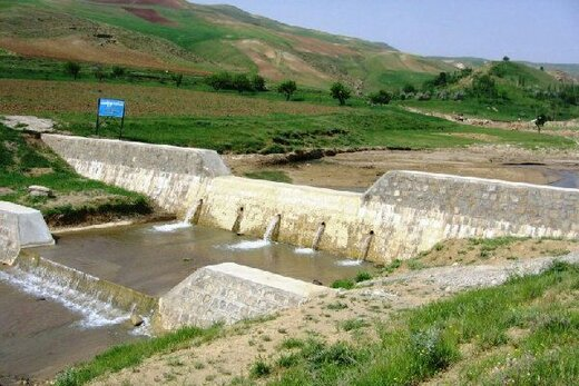 اجرای طرحهای آبخیزداری خطر فرونشست زمین را کاهش میدهد