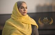 نرگس آبیار جایزه زنان برتر و موفق جهان اسلام را دریافت میکند