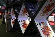 تصاویر | ورق بازی زنان عربستانی در کنار مردان برای اولین بار