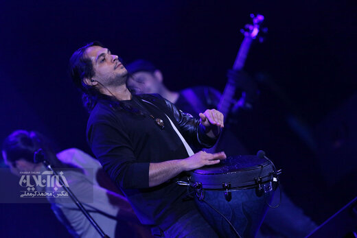 اجرای امیرعباس گلاب در جشنواره موسیقی فجر