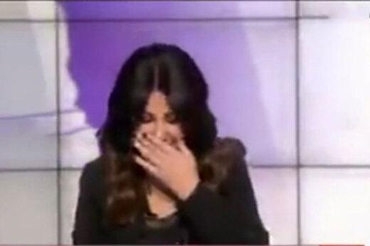 ببینید |  خنده های بی پایان مجری العربیه در برنامه زنده