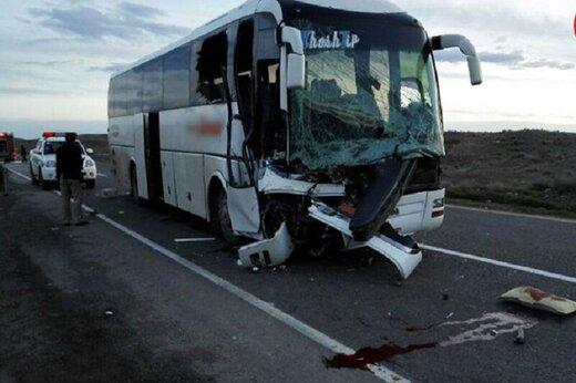 برخورد اتوبوس با تریلی در هشترود یک کشته و ۲۱ مصدوم داشت