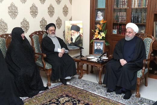 روحانی در دیدار با خانواده شهید اکرمی: مردم با رای خود بار مسوولیت مهمی بر دوش انتخاب شوندگان میگذارند