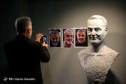 تصاویر | تندیس سردار سلیمانی در نمایشگاه جشنواره هنرهای تجسمی فجر