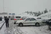 ببینید | بلایی که برف شدید بر سر ماشینهای آزادراه پردیس آورد!