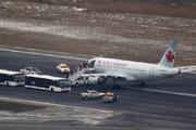 ببینید | جدا شدن چرخ هواپیمای کانادایی