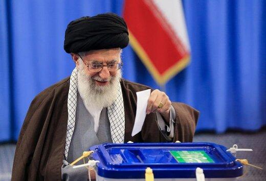 قائد الثورة الإسلامية يدلي بصوته في الانتخابات