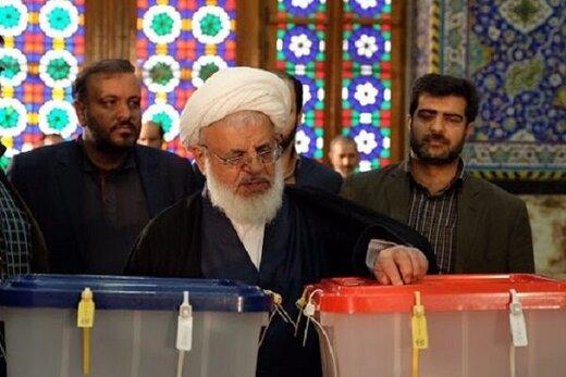 نماینده ولی فقیه در استان و امام جمعه یزد رای خود را به صندوق انداخت