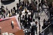 ببینید | حمله موتورسواران به هواداران پرسپولیس در مقابل هتل این تیم در اصفهان
