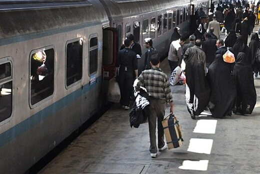 ضدعفونی کردن قطارهای مسافربری علیه کرونا
