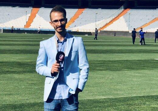 گزارشگر جوان بازی استقلال و ذوب آهن را گزارش میکند