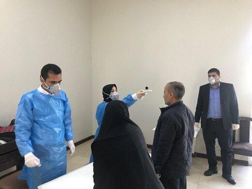 کنترل دمای بدن نمایندگان، کارکنان و خبرنگاران مجلس بخاطر کرونا /دست دادن ممنوع! +عکس