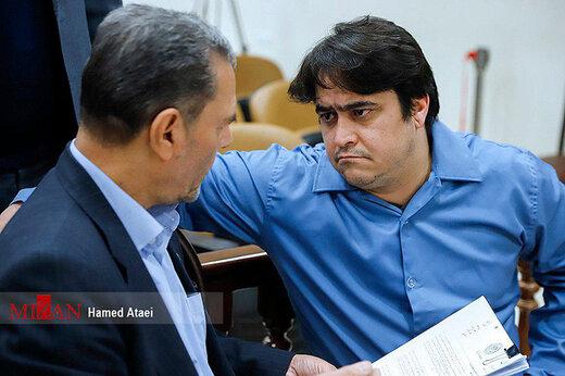 ببینید | حالتهای روح الله زم در زمان اعتراف در سومین جلسه دادگاه