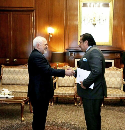 ظريف يتسلم نسخة من أوراق اعتماد السفير الباكستاني