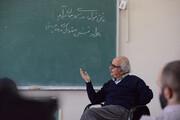 ببینید | ثانیههای دلنشین از کلاس درس استاد شفیعی کدکنی