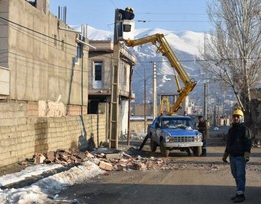 تلاش شبانه روزی ۴۰ اکیپ عملیاتی در مناطق زلزله زده قطور