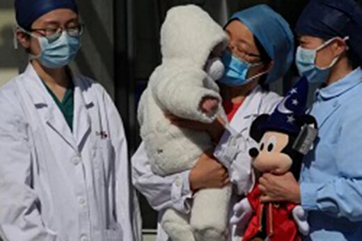 ببینید | دلخراش ترین صحنه ابتلا به کرونا در چین به امیدبخشترین صحنه آن تبدیل شد!
