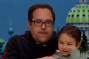 ببینید | سرفههای عجیب پدر و دختر کرونایی روی آنتن زنده تلویزیون که قرار بود ثابت کنند سالم هستند!