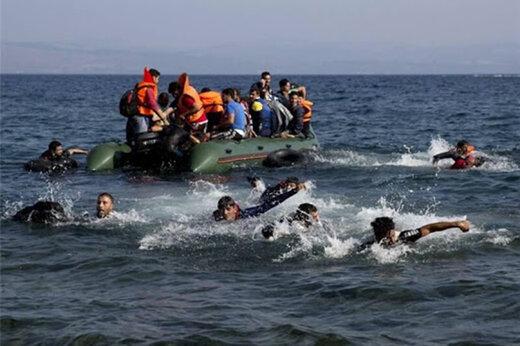 ببینید | تلاش گارد ساحلی یونان برای «غرق کردن» قایق پناهجویان