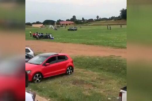 ببینید | اتفاق عجیب در فوتبال آفریقا