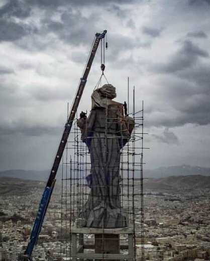 عملیات نصب آخرین قطعه از پیکرهی «پانزده متری»