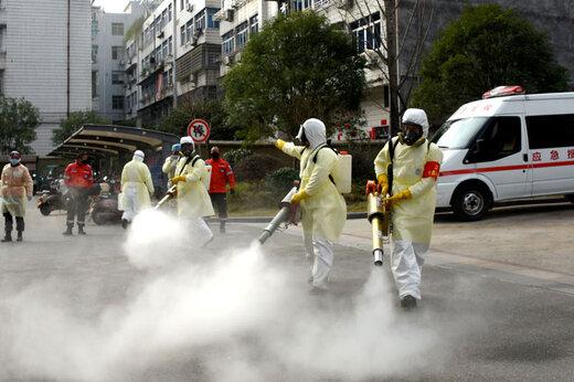 ببینید | در ووهان چین خیابانها را اینگونه ضدعفونی میکنند
