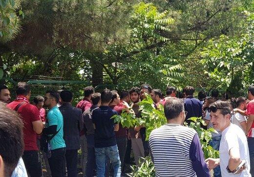 تصویری از تجمع اعتراضی پرسپولیسیها مقابل باشگاه