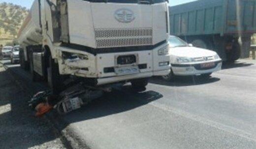 مرگ موتور سوار ۵۰ ساله زیر چرخ های کامیون