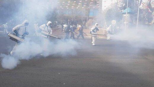 عملیات ضدعفونی محله صادقیه توسط آتش نشانان