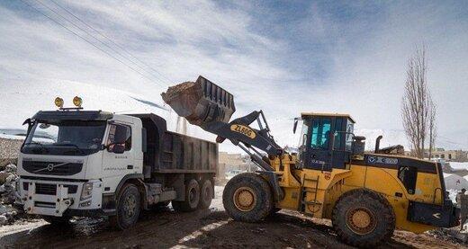 آواربرداری در مناطق زلزلهزده قطور خوی به ۴۵۰ واحد رسید