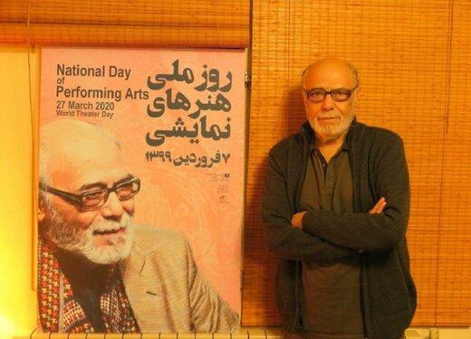 اکبر زنجانپور بهخاطر کرونا، از پوستر روز ملی تئاتر در خانه رونمایی کرد/ عکس