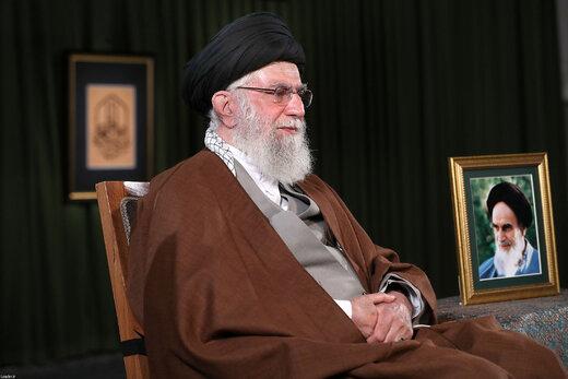 تصویری از رهبر انقلاب در لحظه ایراد پیام نوروزی خطاب به ملت ایران