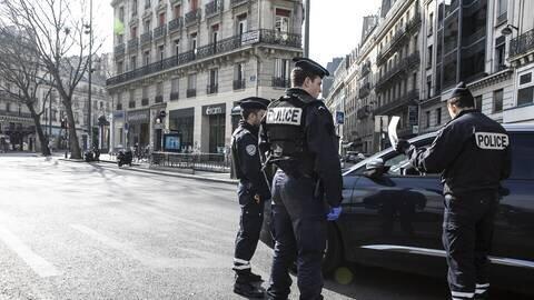 فرانسه حالت فوق العاده اعلام کرد: 6 ماه حبس و 3700 یورو جریمه، اگر از خانه بیرون بیاید