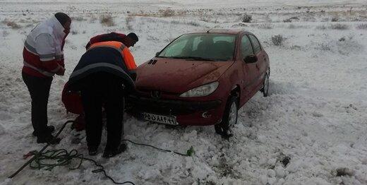 باران و برف در جادههای کشور ادامه دارد