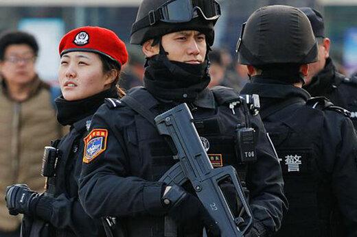 ببینید | برخورد شدید پلیس ضدشورش چین با متخلفانی که از قرنطینه ووهان خارج شدند