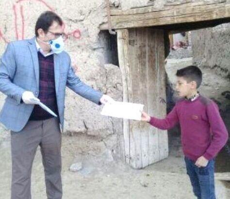 توزیع درسنامه برای دانش آموزان مدارس روستایی و عشایری در آذربایجانشرقی