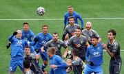 چرا لیگ فوتبال در این کشور اروپایی تعطیل نمیشود؟/ عکس