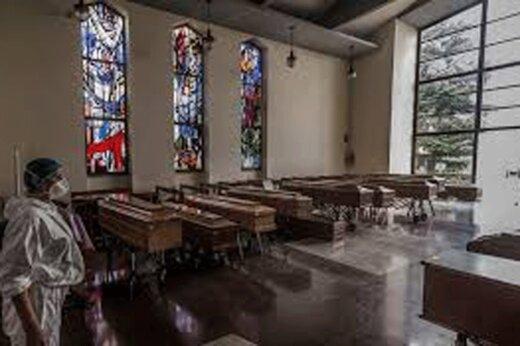 ببینید | جنازههای در تابوت مانده در کلیسایی در ایتالیا در صف تدفین