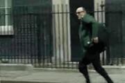 ببینید | فرار مشاور نخست وزیر انگلیس پس از مثبت شدن تست کرونای بوریس جانسون