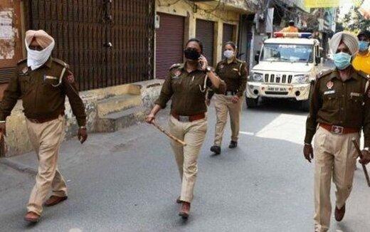 ببینید   تنبیه جالب پلیس هندی برای افرادی که قوانین قرنطینه را نقض میکنند